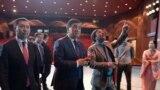 Президент Сооронбай Жээнбеков Т. Абдумомунов атындагы Кыргыз академиялык улуттук драма театрын көрүп жаткан учуру. 7-май, 2019-жыл.