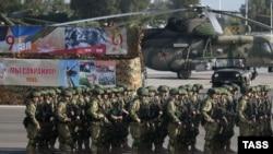 Pamje nga baza ajrore ruse Hmeimim në Siri
