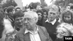 Мстислав Ростропович с защитниками Белого Дома, 21 августа 1991 года