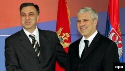 Serbia/Montenegro - Serbia's President Boris Tadic shakes hands with his Montenegrin counterpart Filip Vujanovic (L), prior a meeting in Belgrade, 30May2006