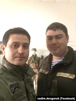 Вадим Довгорук із режисером кінострічки «Кіборги» Ахтемом Сеїтаблаєвим
