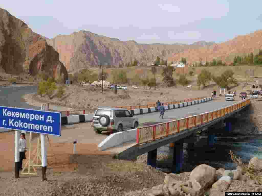 Общий вес моста составляют 80 тонн