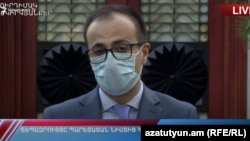 Министр здравоохранения Арсен Торосян.на брифинге после заседания комендатуры, 4 июня 2020 г.