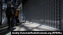 Магазины в Киеве закрылись из-за карантина в апреле