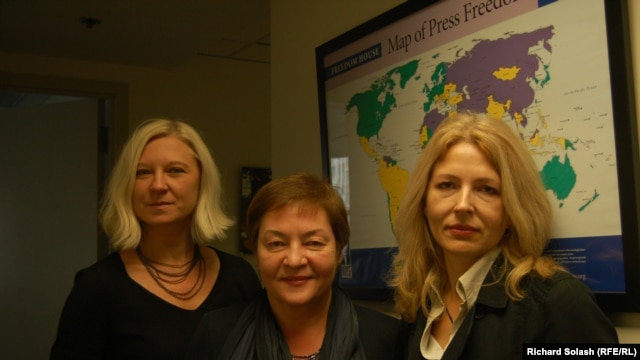 Belarusian activists (left to right) Tatsiana Reviaka, Zhanna Litvina, and Natalya Pinchuk at the Washington office of Freedom House.