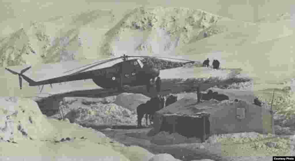 Доставка груза на ледник Голубина.