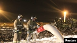 Firefighters work at the site of a Tatarstan Airlines Boeing 737 crash in Kazan on November 17, which killed 50 people.