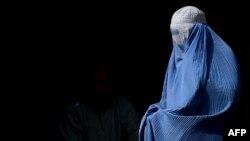 Žena pod burkom