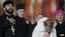 Yulia Tymoshenko invited Ukrainians to pray for their country's unity at her final campaign rally in Kyiv.