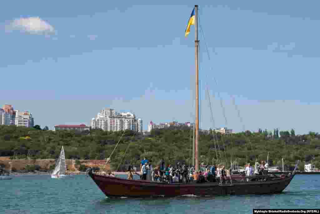 При необходимости на палубе лодки могут находиться довольно много людей