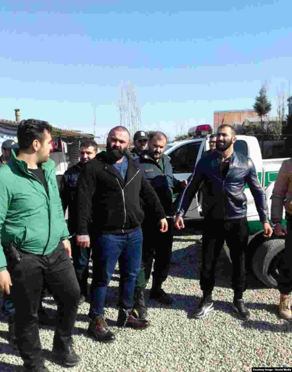 دستگیری فرد موسوم به«شاه مازندران»؛ برخی از افراد سابقهدار که در تلگرام اقدام به انتشار فیلم و تهدید یکدیگر کرده بودند، دستگیر شدند.