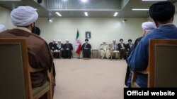 اعضای مجلس خبرگان روز پنجشنبه، ۲۳ اسفندماه، به دیدار رهبر ایران رفتند.