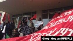 Свистом и криками митингующие выразили свое отношение к новой государственной программе мониторинга условий труда
