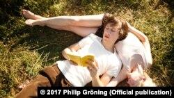 """Кадр из фильма Филиппа Грёнинга """"Моего брата зовут Роберт, и он идиот"""""""