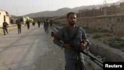 Աֆղանստան - Ոստիկանները ժամանում են Քաբուլի օդանավակայան, որտեղ հարձակում է տեղի ունեցել, 17-ը հուլիսի, 2014թ․