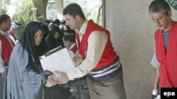 منظمة مدنية توزع مساعدات على عائلات متعففة