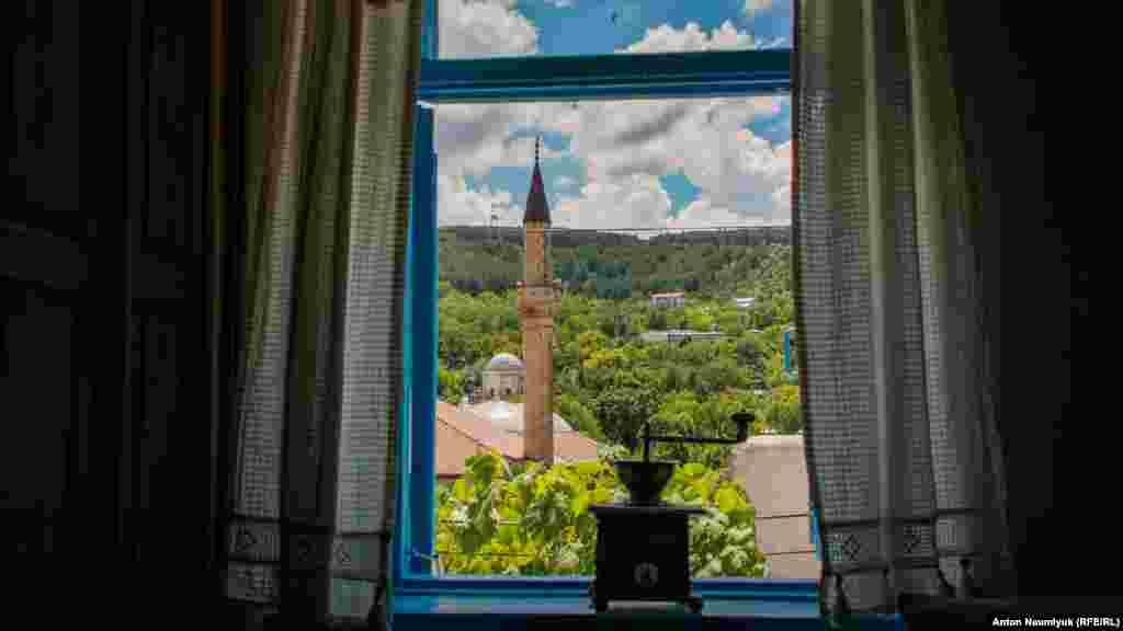 Вид на дворец из ремесленной мастерской Дервиш-Иви