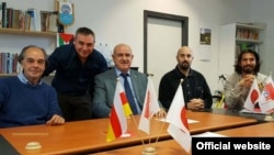 Дмитрий Медоев (третий слева) с членами парламента Сан Марино