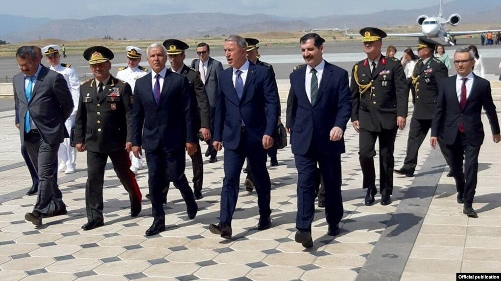 Azərbaycan və Türkiyə müdafiə nazirləri görüşüb İyun 11, 2019