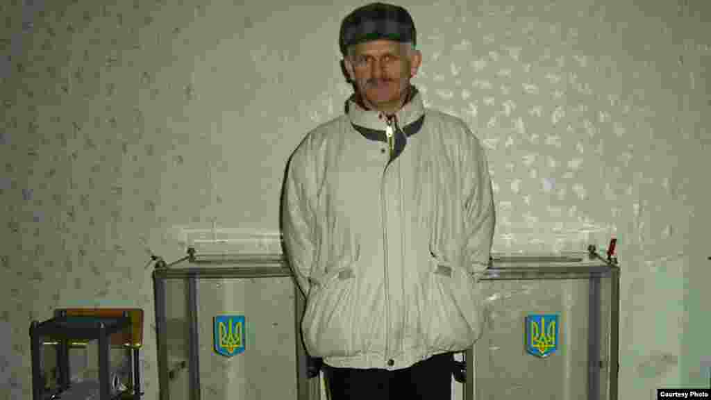 Алесь Бяляцкі – назіральнік на выбарах ва Ўкраіне. Кіеў, 2004 г.