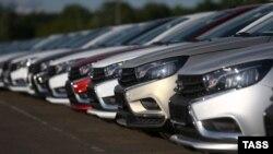Российские автомобили Lada Vesta Cross. Иллюстративное фото.