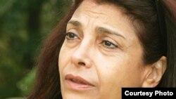 نوشابه امیری، روزنامهنگار مقیم پاریس