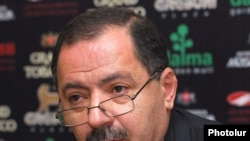 Armenia -- Aghvan Vartanian, a leader of the Armenian Revolutionary Federation, at a news conference, 28 April 2010.