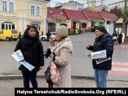 Спілкувались жителі Почаєва охоче