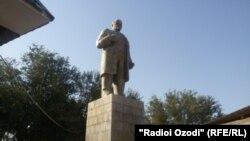 Хатлондағы Ленин ескерткіші