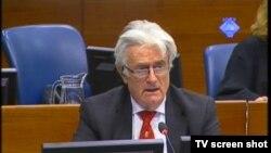 Radovan Karadžić u sudnici, 18. travanj 2012.