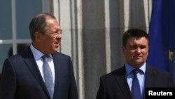 Сергій Лавров (ліворуч) і Павло Клімкін зустрілися в Німеччині й обговорили, зокрема, обмін утримуваними особами й місію ООН на Донбасі