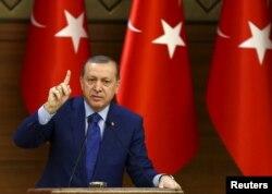 Реджеп Эрдоган знает: сейчас на руках у него больше козырных карт, чем у европейских партнеров