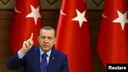 Presidenti i Turqisë, Recep Tayyip Erdogan gjatë një adresimi në Ankara, 16 mars 2016