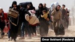 Disa civilë duke u larguar nga Guta Lindore javë më parë, foto nga arkivi