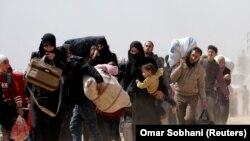 Люди тікають з оточеного району Східна Гута, Сирія, 15 березня 2018 року