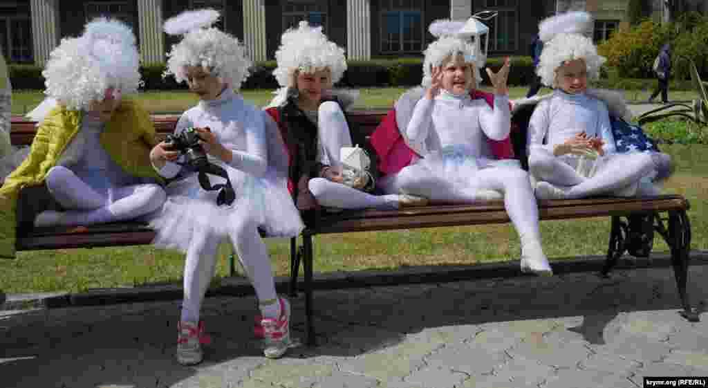 Юные артисты на открытии Парада тюльпанов.
