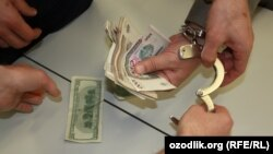Police arrests people who try to exchange foreign currency in Uzbekistan