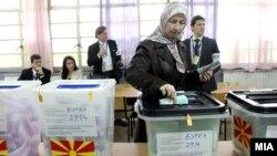 Набљудувачи на ОБСЕ/ОДИХР на избирачко место во Скопје, Локални избори 2013.