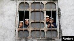شاگردان یک مکتب در کابل