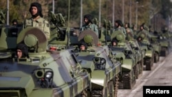 Romania has reportedly prevented the delivery of some 60 Russian secondhand tanks and armored vehicles that were to be shipped from Russia via the Danube River to Serbia. (file photo)