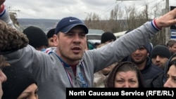 """Погорельцы рынка """"Дагэлектромаш"""" уже выходили на акции протеста"""