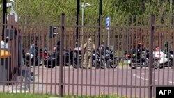 Російські байкери залишають польський пункт пропуску на кордоні з Білоруссю, 27 квітня 2015 року