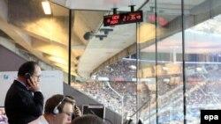 Президет Франции Франсуа Олланд на стадионе Франции в Сен-Дени в день террористических атак в Париже.