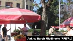 Štand eko-proizvoda porodice Hujić na Branimirovoj tržnici u Zagrebu, oktobar 2011.