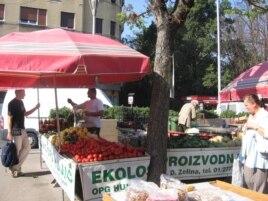 Štand porodice Hujić na Branimirovoj tržnici, listopad 2011.