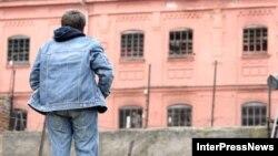 Создание специальной системы правосудия для несовершеннолетних является обязательным пунктом Конвенции ООН о правах ребенка, к которой Грузия присоединилась еще в 1994 году