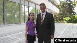 Професорот Сусман со македонски студент
