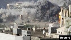 Таиз шаары Сауди башындагы коалициянын абадан соккусунан кийин. Йемен, 17-апрель 2015
