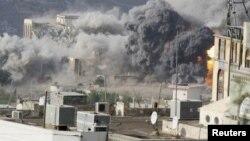 Під час повітряного удару в місті Таїз, 17 квітня 2015 року