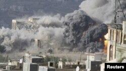 Під час повітряного удару в місті Таез, захопленому повстанцями, 17 квітня 2015 року